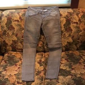 FINAL MARKDOWN H&M's Super Skinny Low Jeans 26/32